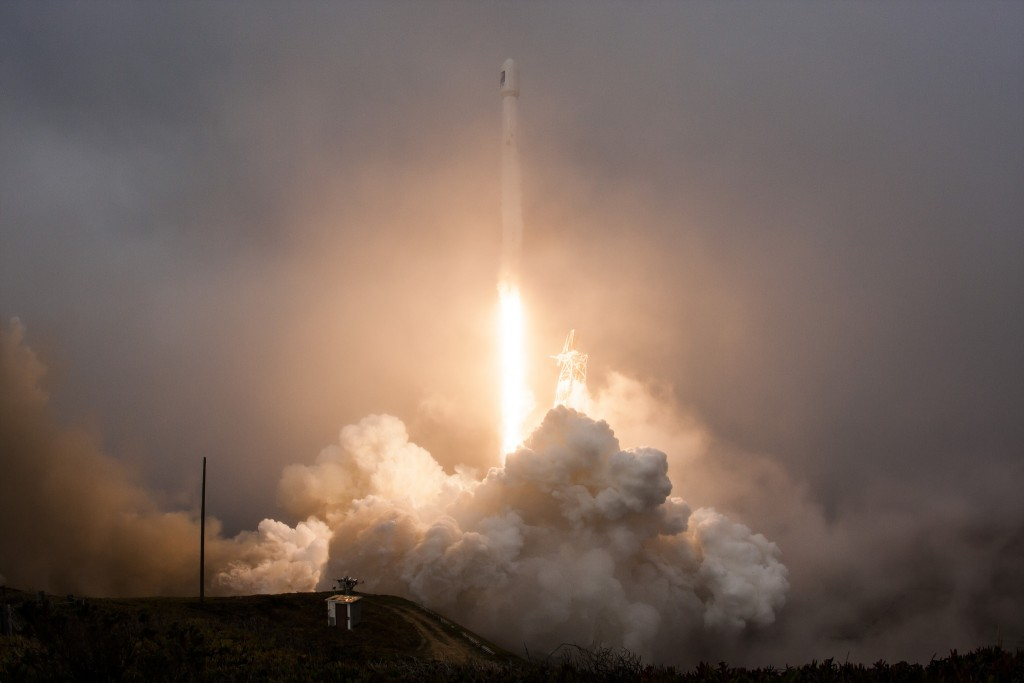 Falcon 9 blasting off with Jason-3 aboard on January 17, 2016. Image credit: SpaceX